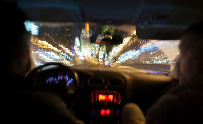 фото в такси ночью с заднего сидения рассчитывают, что