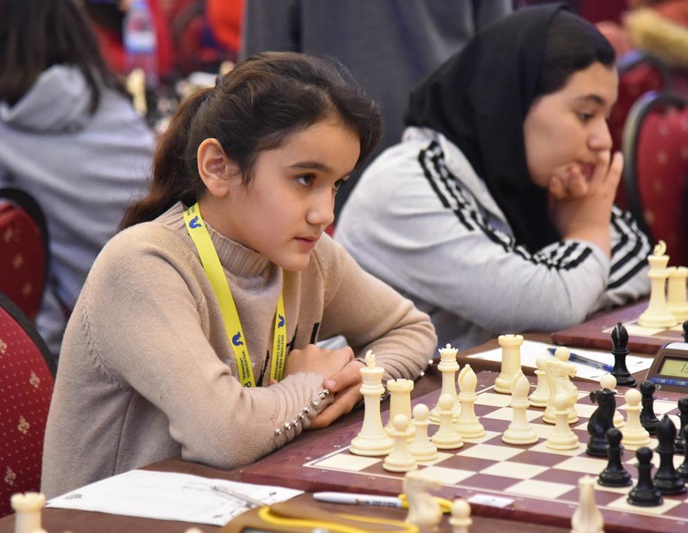 Tajik girl wins silver in U-14 rapid at the 2019 Western