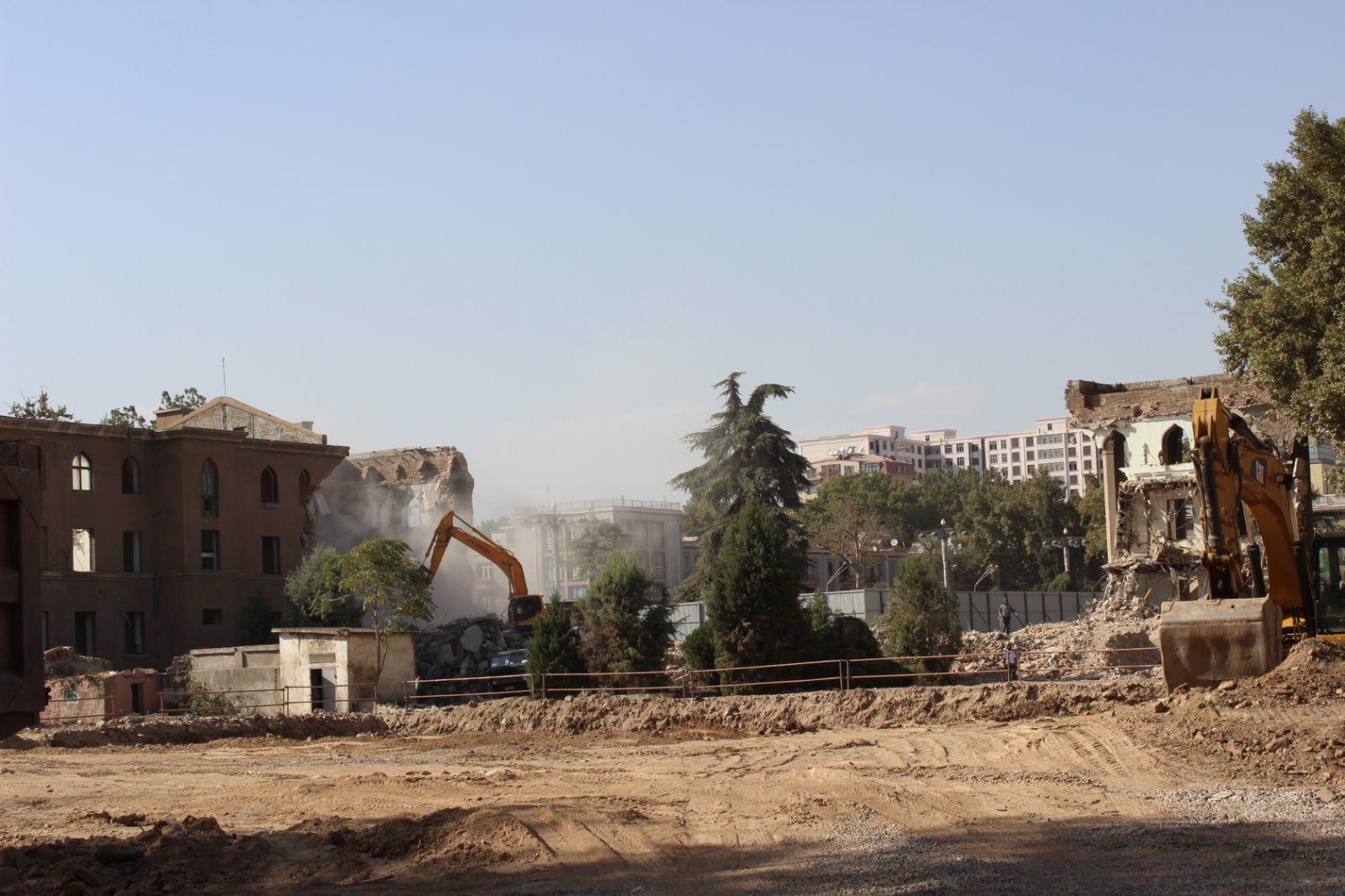 Собиқ бинои Кохи президент қариб пурра тахриб шуд