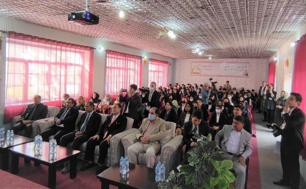 Индия открыла в школе для афганских беженцев в Душанбе компьютерную лабораторию