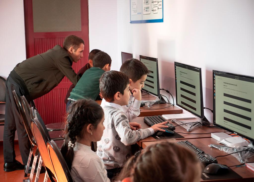 Алиф Академия, AIMS и «Империя знаний» запустили «Основы программирования» для младших классов