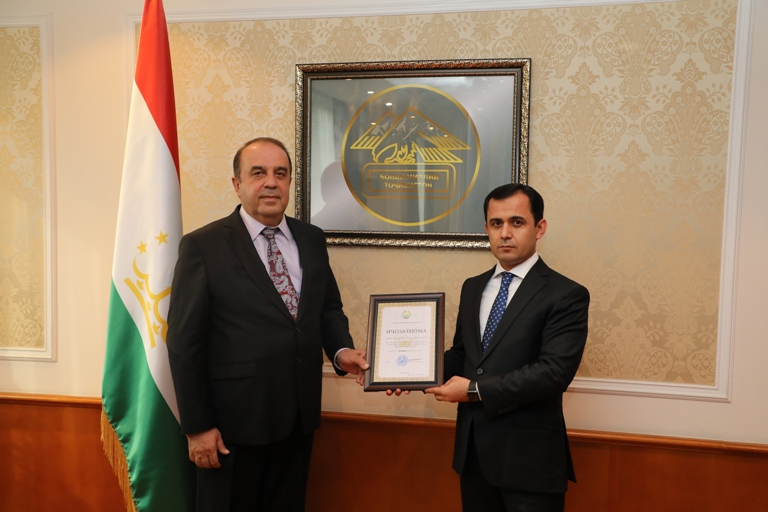 В Таджикистане получил лицензию новый банк - промышленно-экспортный «Саноатсодиротбонк»