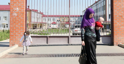 В Чечне выплатят по 100 тыс. рублей тем, кто назовет новорожденных в честь пророка Мухаммеда и членов его семьи