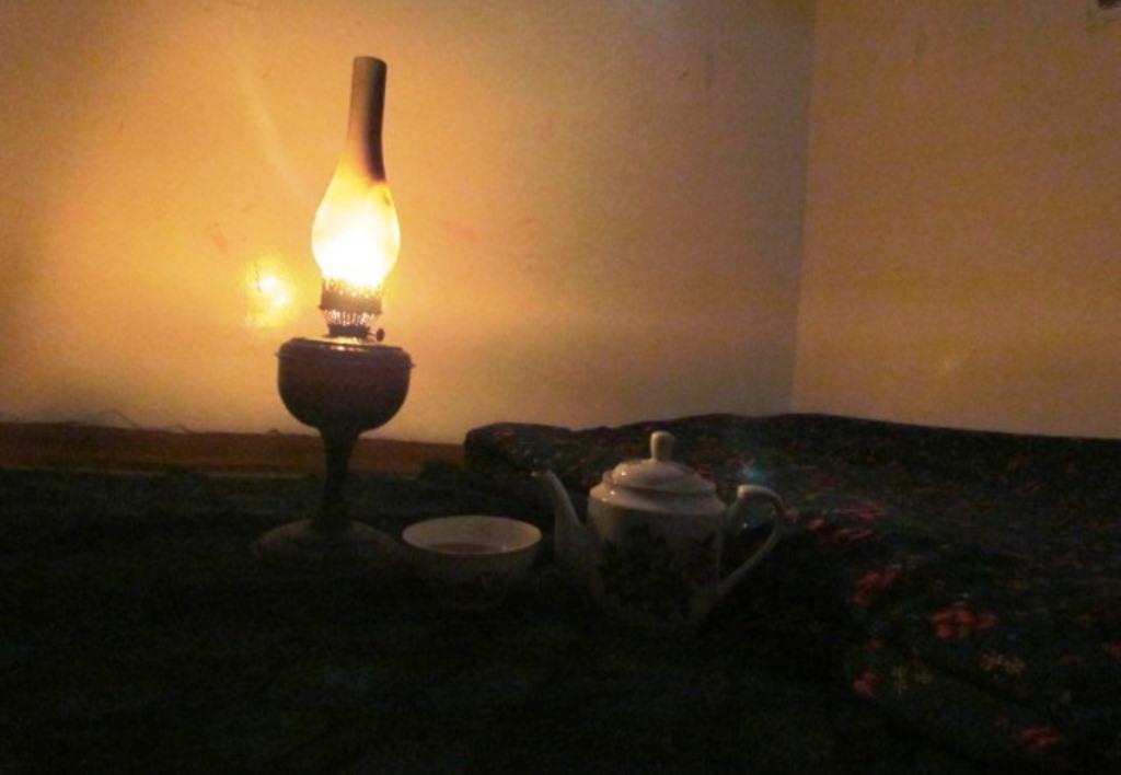 С 8.00 до 17.00: По всему Таджикистану каждый день выключают электричество