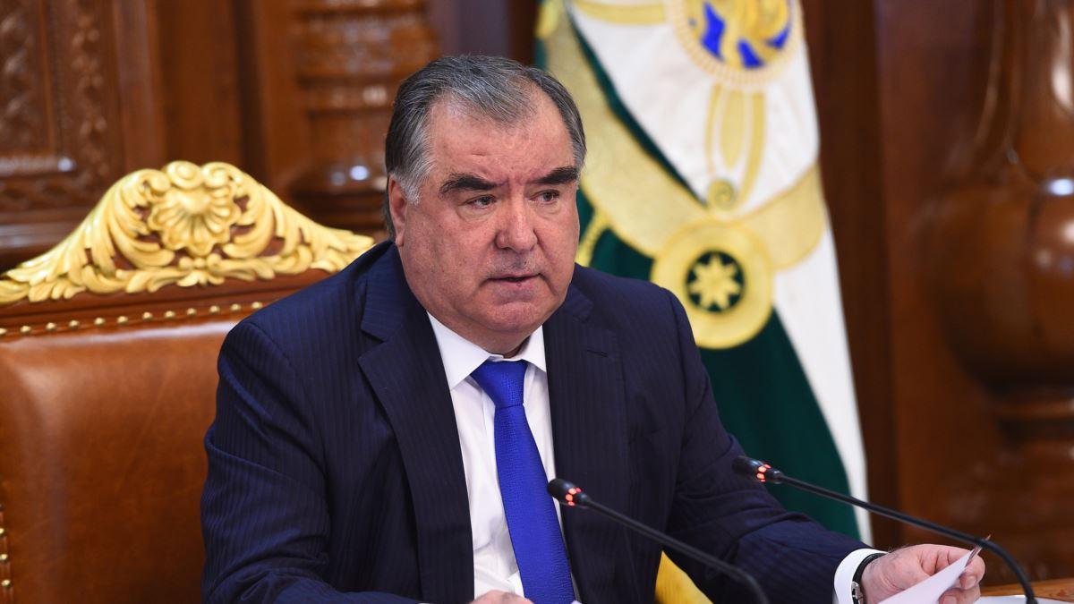 Эмомали Рахмон сменил руководителей некоторых городов и районов страны