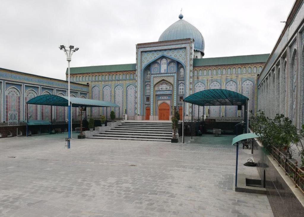 Руҳонии тоҷик: мусулмон метавонад ба зани ғайримусалмон издивоҷ кунад