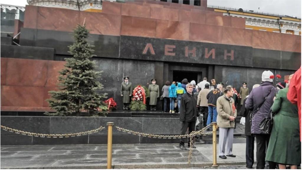 Зиёрати мақбараи Ленин дар Маскав манъ карда шуд