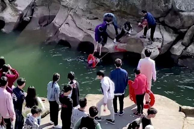 61-летний британский консул спас тонущую девушку в Китае