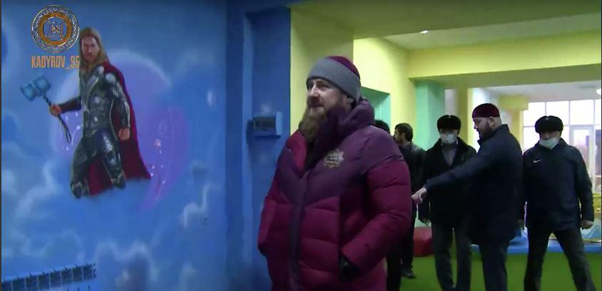 Рамзан Кадыров потребовал заменить персонажей Marvel на детской площадке чеченскими героями