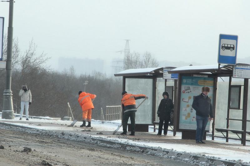 Профсоюз мигрантов в России призвал поднять зарплаты дворникам в два раза