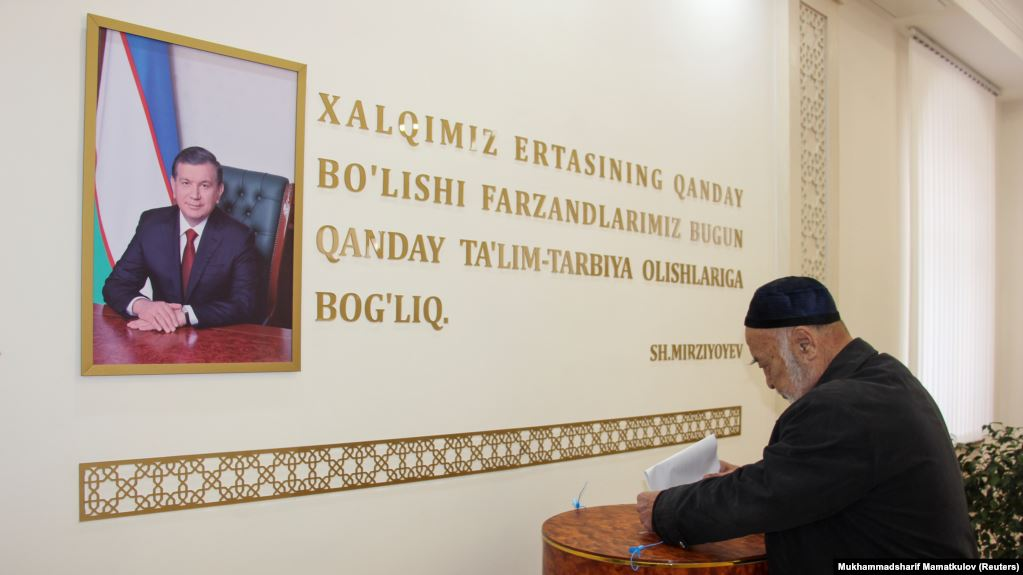 Мэрия Ташкента закупила почти 5 тысяч портретов Шавката Мирзияева