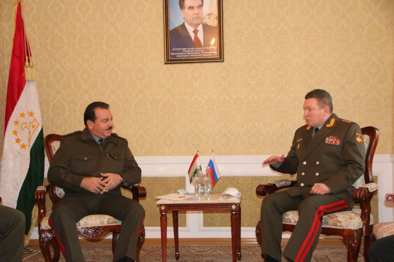 Министр обороны Таджикистана провел переговоры с командующим Центрального военного округа России