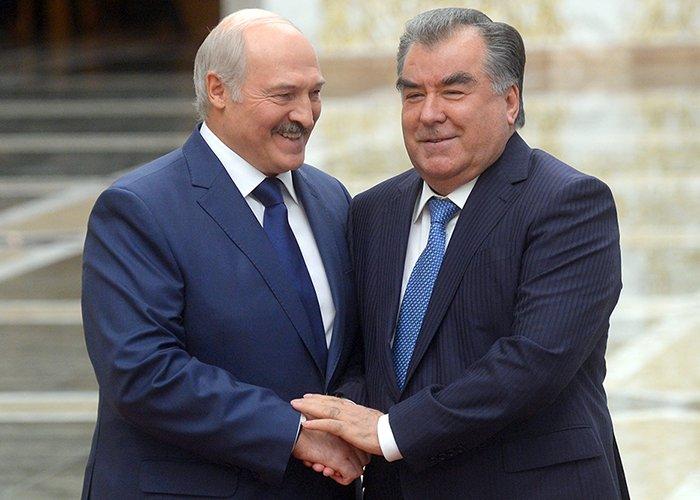 Эмомали Рахмон поздравил президентов Казахстана и Белоруссии с Новым годом