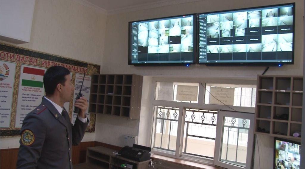 Насби камераҳои мушоҳидавӣ дар гузаргоҳҳои эстакадаҳои Душанбе