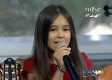 Таджикская девочка спела в прямом эфире на популярном телеканале в Дубаи (видео)