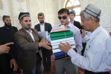 Незрячим мусульманам Таджикистана подарили Коран на шрифте Брайля