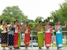 Таджикские танцы на фоне Капитолия