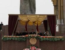 Эмомали Рахмон поздравил защитников Таджикистана