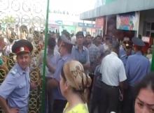 В Джабборрасулове продавцы рынка пробивались к торговым точкам штурмом