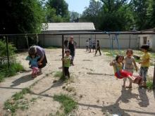 Детскую площадку в Душанбе отдали под строительство высотки?