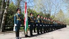 Таджикские военные прошли строевым шагом на военном параде в Москве