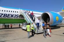 В Душанбе приземлился первый регулярный рейс из Ташкента