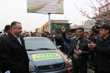 Таксист из Гиссарского района выиграл в лотерею автомобиль