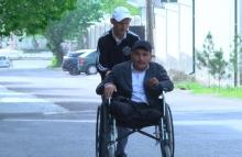 Вернется сторицей: Как пенсионер из Худжанда помогает инвалидам