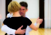 «Мужчина учится быть мужчиной»: как работает клуб бальных танцев в Таджикистане