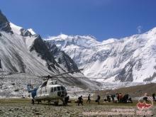 Поиски альпинистов в горах взял под контроль президент Таджикистана