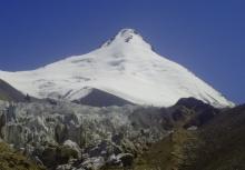 Пять человек погибло: двое членов экипажа и трое альпинистов