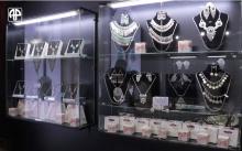 70 видов атласа и редкие ювелирные изделия: что приглянулось узбекам на выставке таджикских товаров