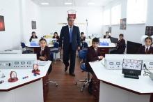 Учителя и ученики душанбинского Кембриджа: кто они?