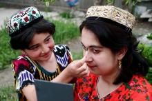 Нетрадиционные таджикские отношения: стоит ли дружить со своими детьми?