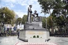 Памятник дружбы: какую идею таджикский скульптор хотел передать в «Джоми и Навои»
