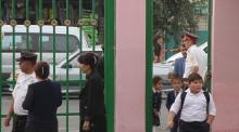 Рейды в Душанбе: зачем милиционеры ходят по школам?