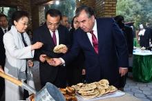 Эмомали Рахмон организовал неофициальный банкет для премьера госсовета Китая