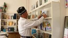 Как 80-летний житель Самарканда решил приучить детей к чтению книг?