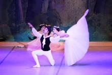 На что приходится закрывать глаза мужчинам в таджикском балете?