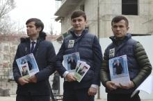 «Марди рох»: как в Таджикистане прошел массовый показ фильма о президенте