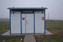 Бесхозные туалеты у трассы. Говорят: «Для туристов!»