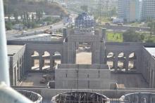 Несколько строителей самой большой мечети Центральной Азии упали с 60-метровой высоты