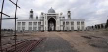 Двое из упавших с высоты на строительстве мечети в Душанбе остаются в реанимации