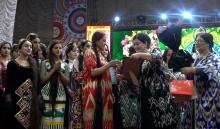 Как 600 таджичек боролись за звание самой длинноволосой девушки Таджикистана