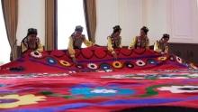 Как узбекские мастерицы вышили самое большое в мире сюзане