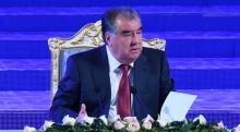 Эмомали Рахмон хочет видеть в банках женщин, а не «упитанных» мужчин