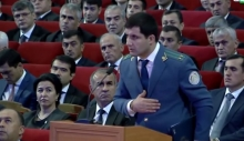Таможенник Шахбоз Раджабзода уволен. Его отец - главврач кардиоцентра - не в курсе его дел
