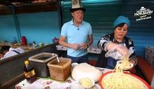 «Поедем, поедим!» в Кыргызстане. Чем накормили британского телеведущего соседи