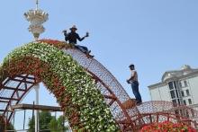 Цветы высажены, остановки вымыты, фонари заменены. Душанбе встречает президентов 10 стран
