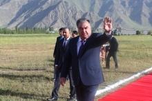 Эмомали Рахмон продолжает поездку по Рашту: что президент сдал в Таджикабаде и Лахше